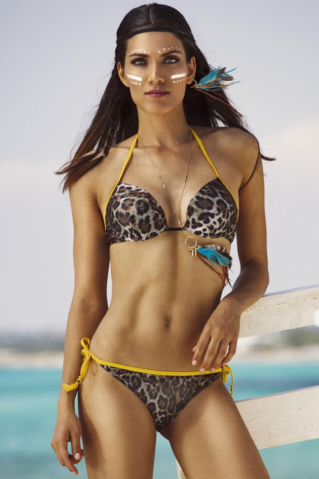 Bikini con reggiseno pushup in fantasia maculata con bordini in contrasto Sweet Years.