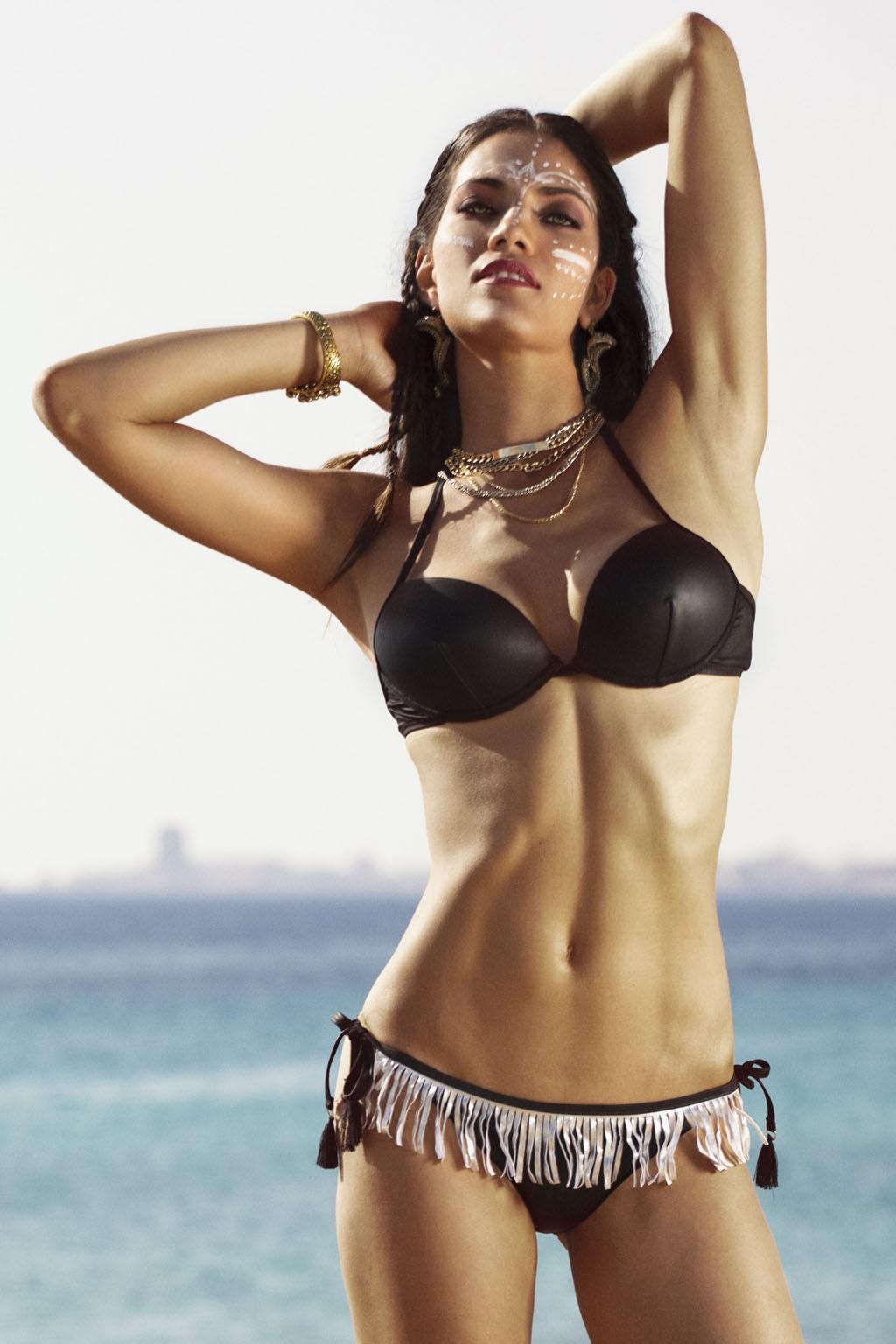 Bikini con reggiseno pushup in tinta unita con frange in contrasto sullo slip Sweet Years.