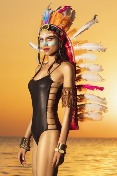 Costume intero con bretelle sottili e ampio scollo chiuso da fascette laterali Sweet Years.