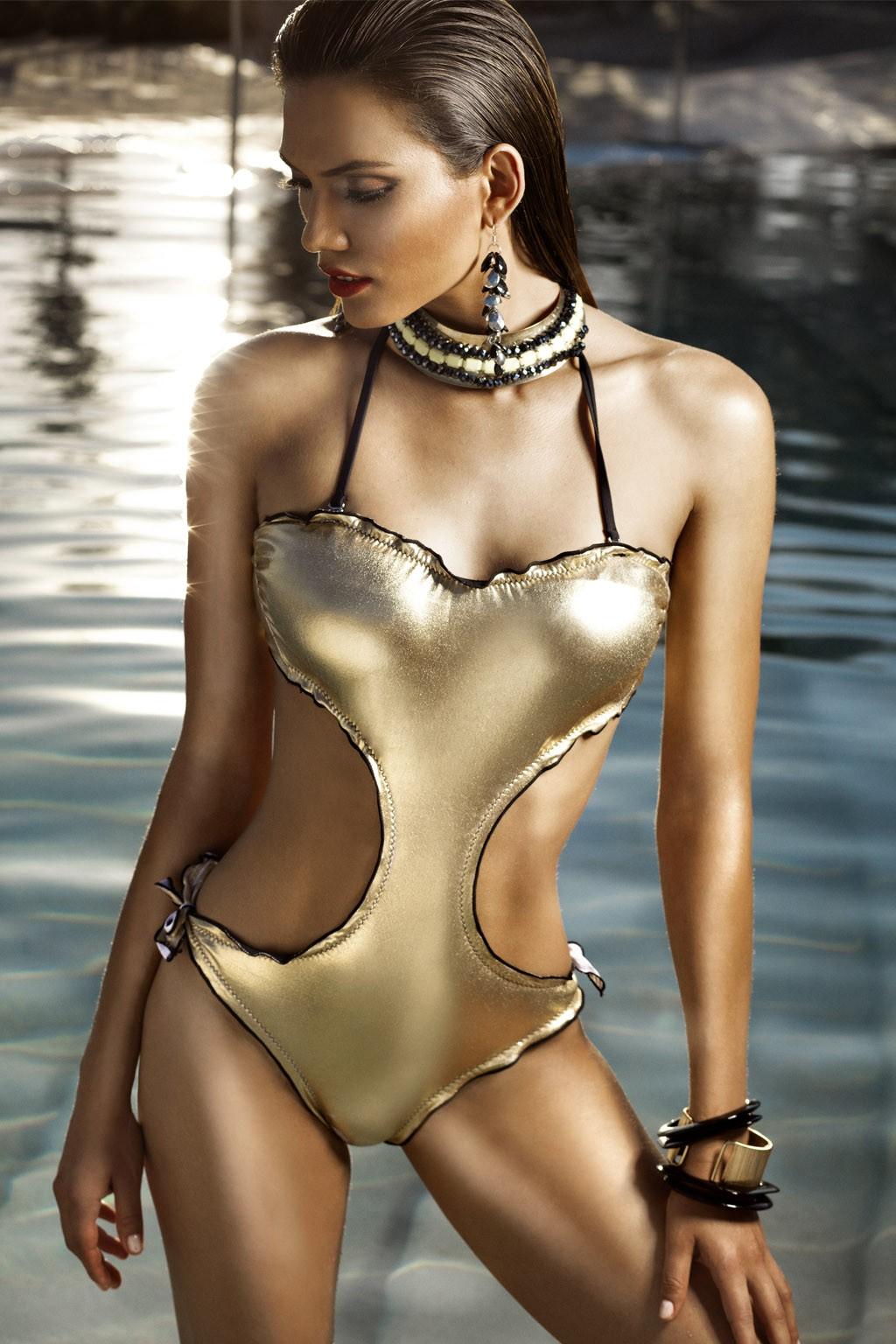 Trikini donna dorato con bretelle sottili e piccola rouge Sweet Years.