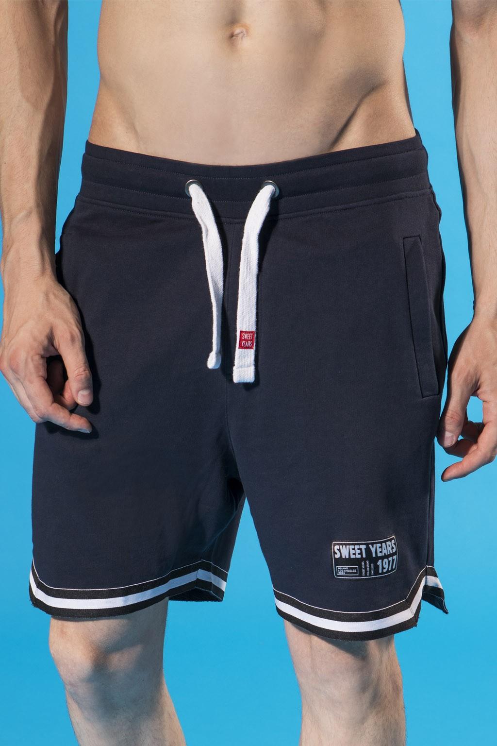 Pantaloncini da uomo in felpa leggera con stampa ed etichetta Sweet Years.