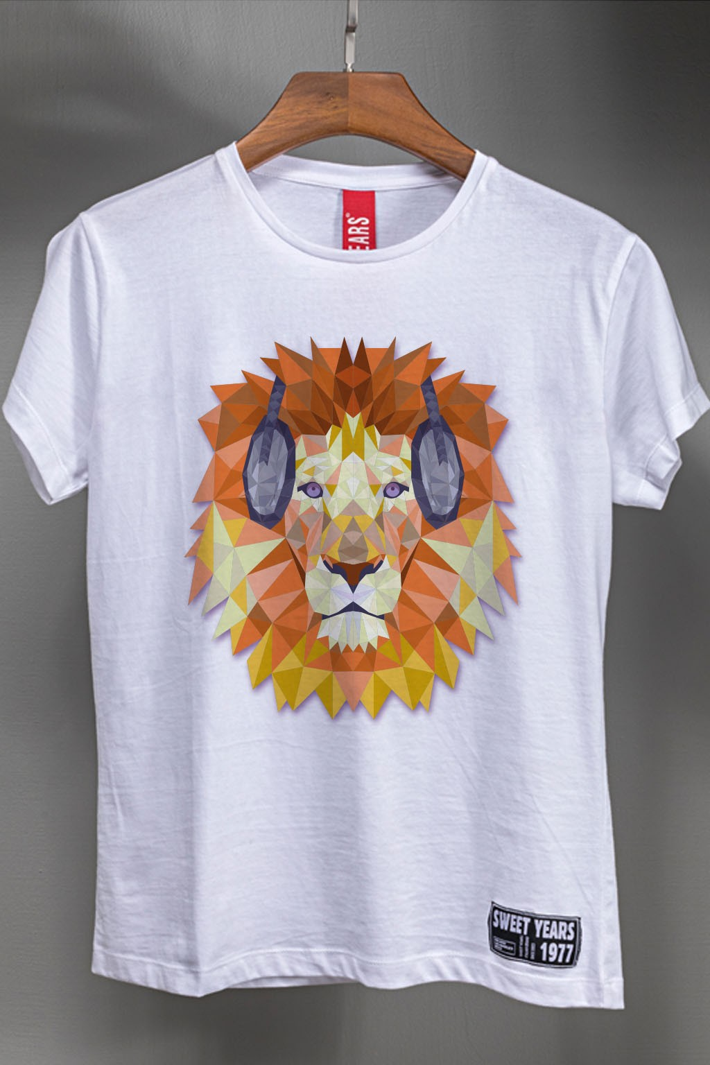 T-shirt da donna bianca con leone multicolor Sweet Years Bobo Collection