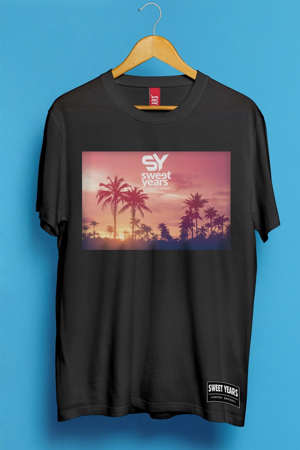 T-shirt Sweet Years da uomo in cotone con grande stampa multicolor di un tramonto rosa