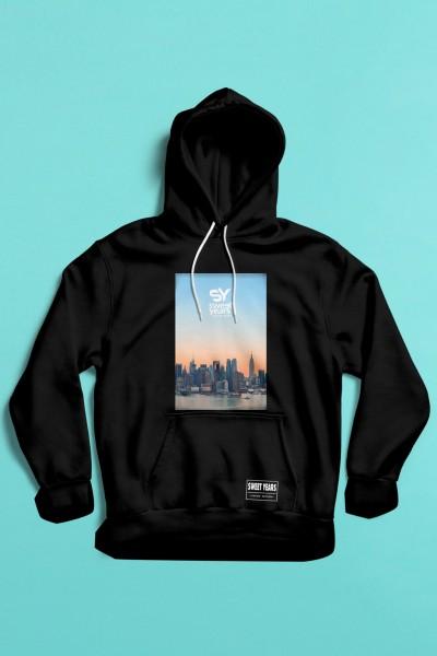 felpa con cappuccio Sweet Years da uomo con grande stampa multicolor dello skyline di New York al tramonto