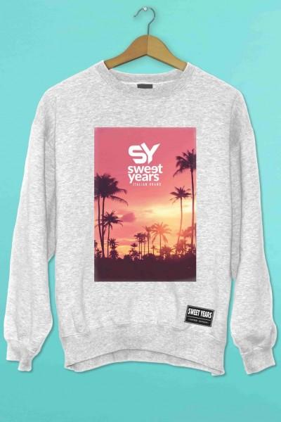 Felpa girocollo grigio melange Sweet Years con stampa multicolor tramonto rosa con palme.