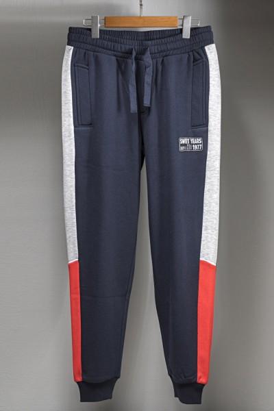 Pantaloni in felpa con coulisse in vita e elastici sul fondo, dotati di due tasche laterali e fasce multicolor sulle gambe.