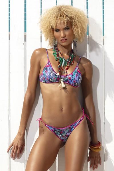 Bikini Sweet Years estate 2020 con reggiseno a top in fantasia tropicale con bordi in contrasto.