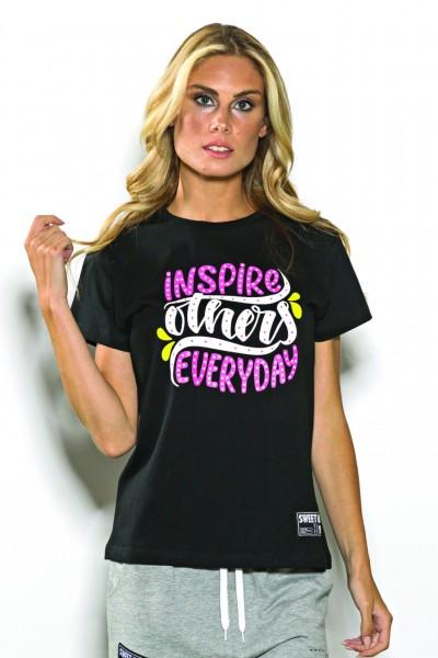 T-shirt girocollo Sweet Years in cotone tinta unita con stampa colorata centrale.