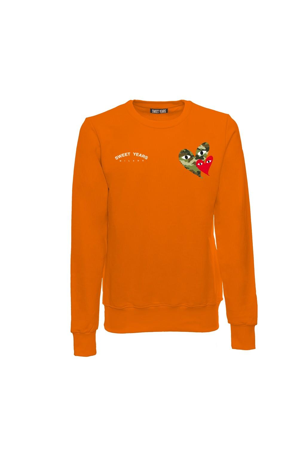 Felpa girocollo unisex in cotone arancione Sweet Years con piccole stampe sul davanti.