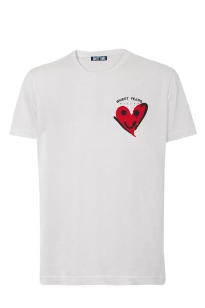 T-shirt in cotone bianco Sweet Years con piccola stampa con cuore e faccina sul davanti.