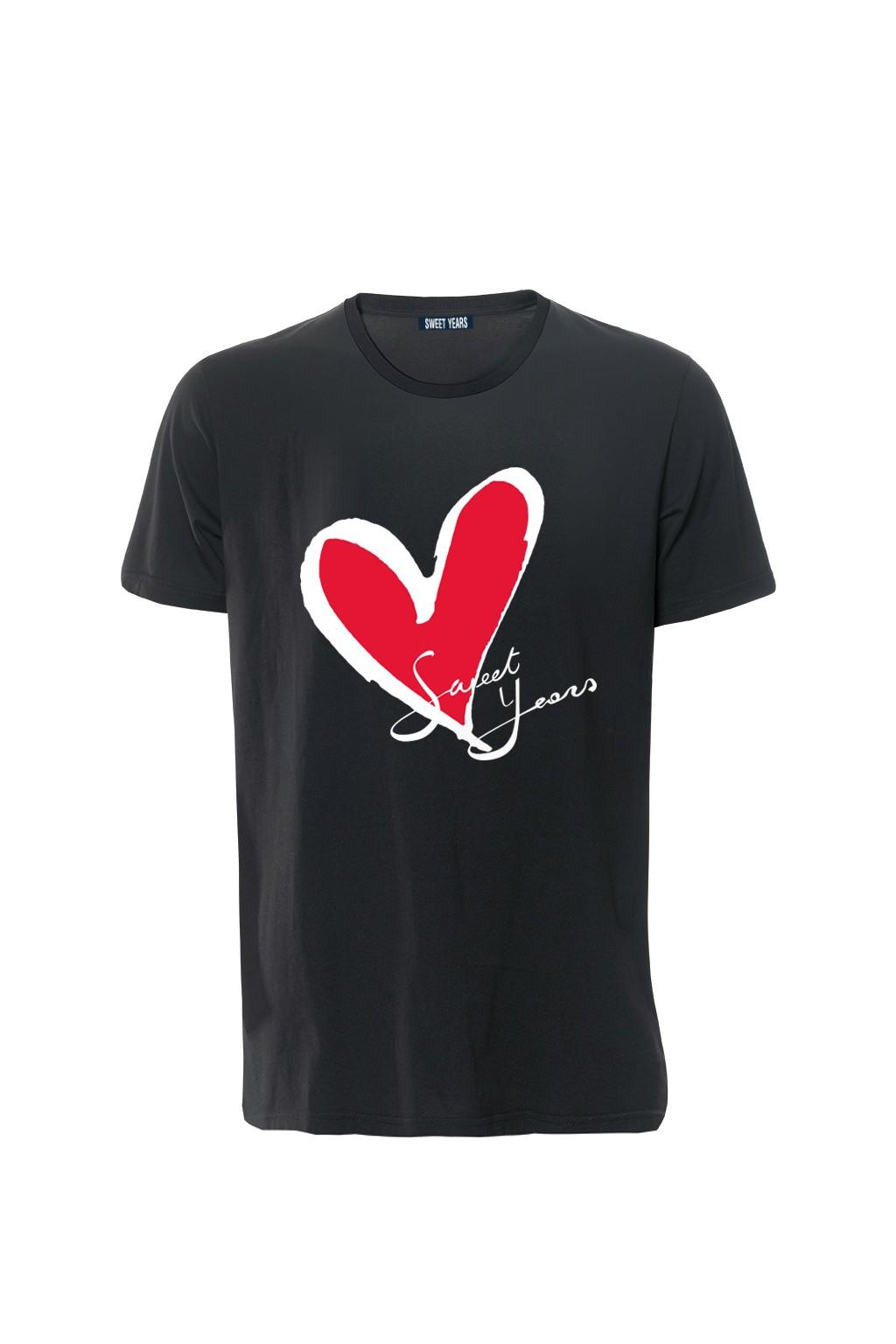 T-shirt in cotone nero Sweet Years con grande stampa con cuore classico sul davanti.