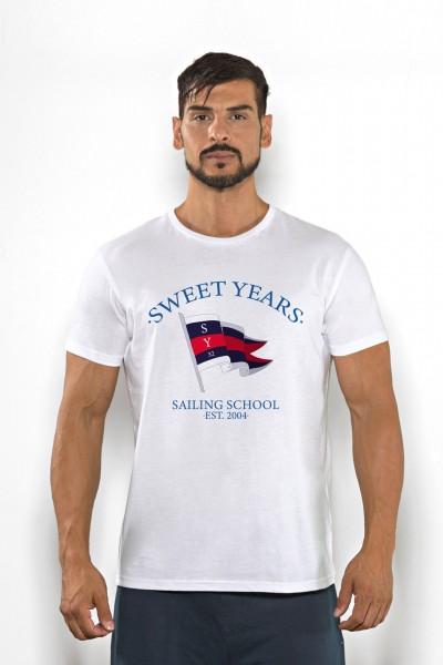 Acquista subito questa t-shirt Sweet Years da uomo in cotone girocollo tinta unita con bandiera stampata sul petto.