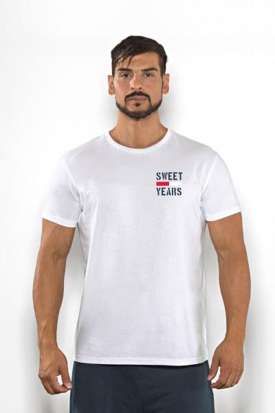 Acquista subito questa t-shirt Sweet Years da uomo in cotone girocollo tinta unita con piccola stampa multicolor sul petto.