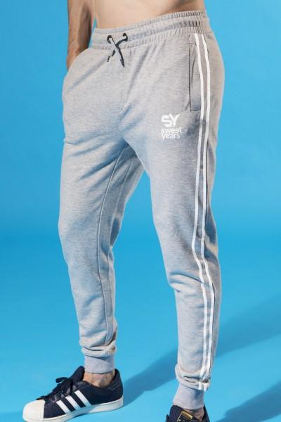 Acquista ora i pantaloni da uomo in felpa di cotone Sweet Years, con stampa in contrasto sulla gamba.