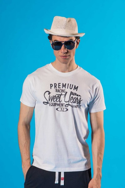 T-shirt uomo in otone con grande stampa scritta centrale Sweet Years.