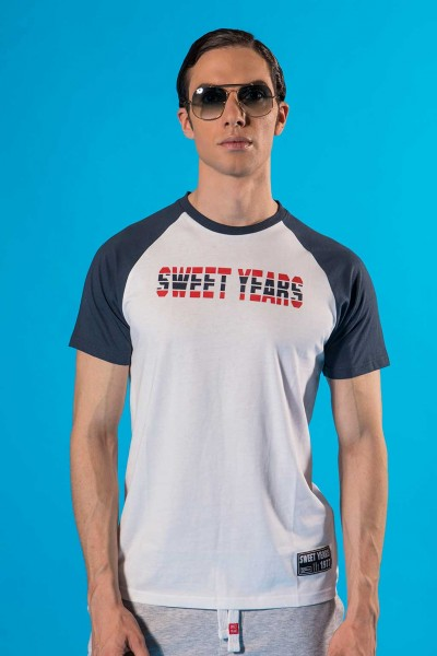 T-shirt uomo in cotone con maniche in contrasto e stampa Sweet Years.