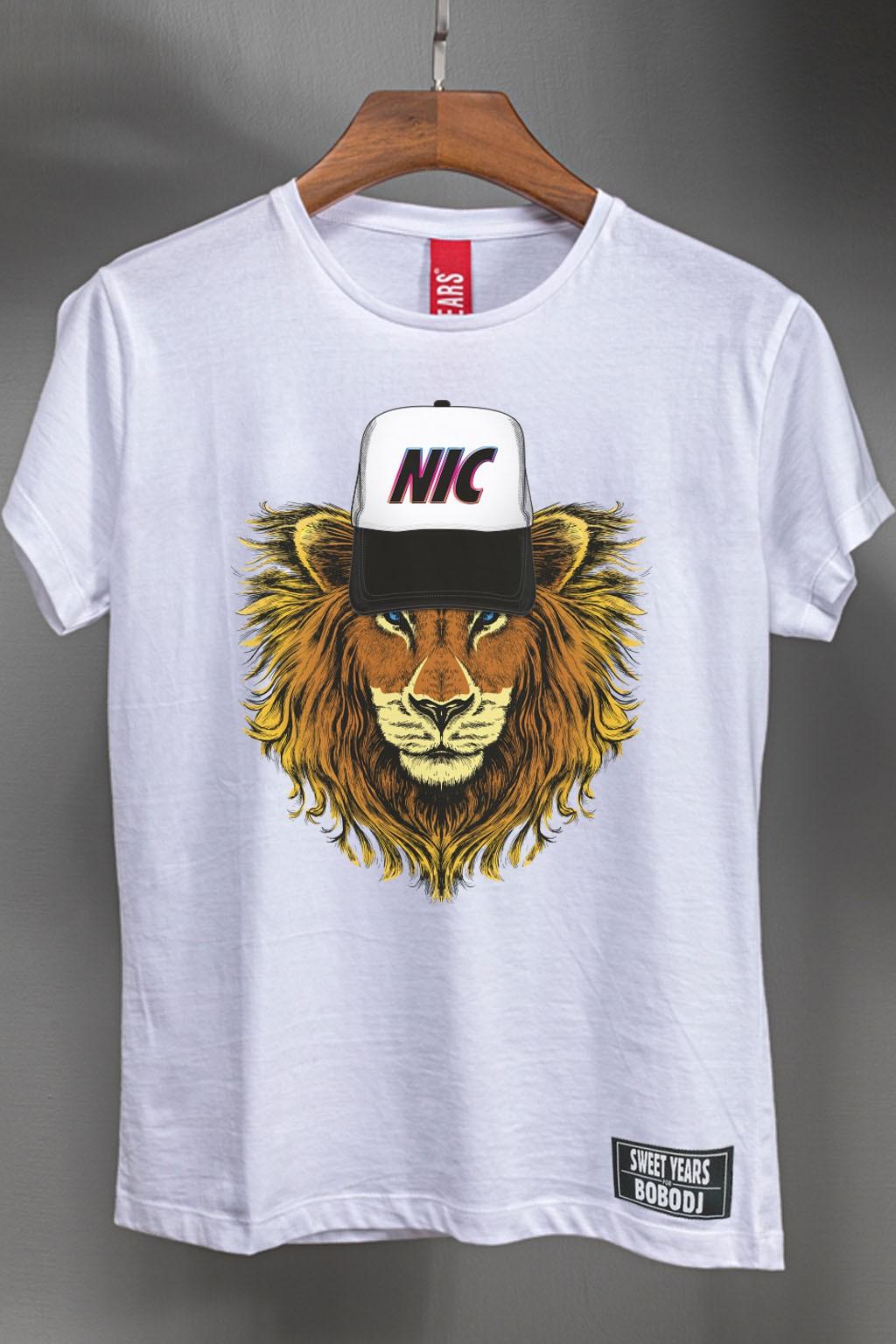 T-shirt donna in cotone della collezione Bobo Collection con stampa centrale leone.