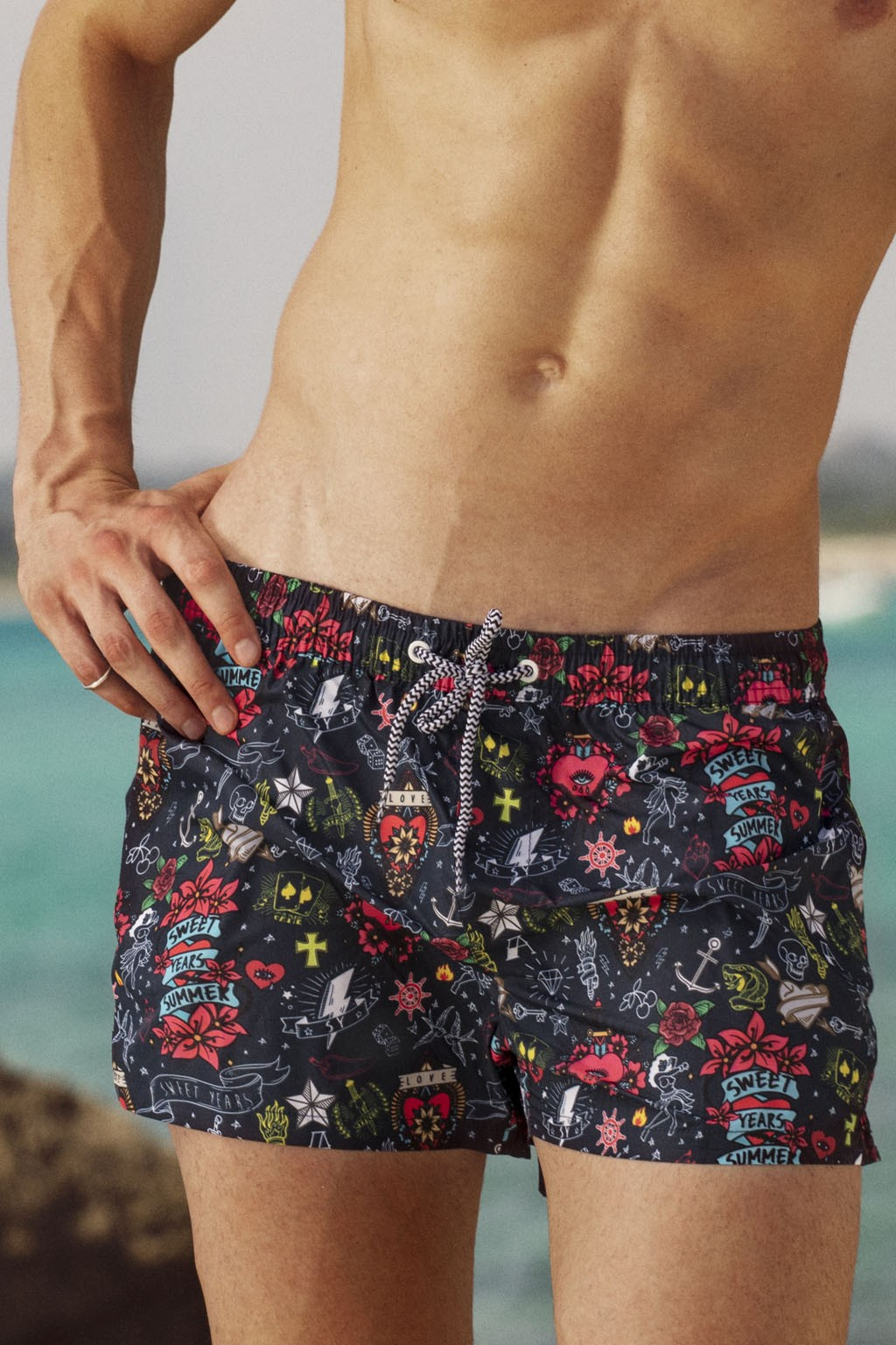 Boxer da mare da uomo Sweet Years con stampa multicolor in stile tattoo allover.
